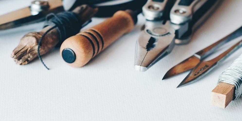 outils sur fond blanc
